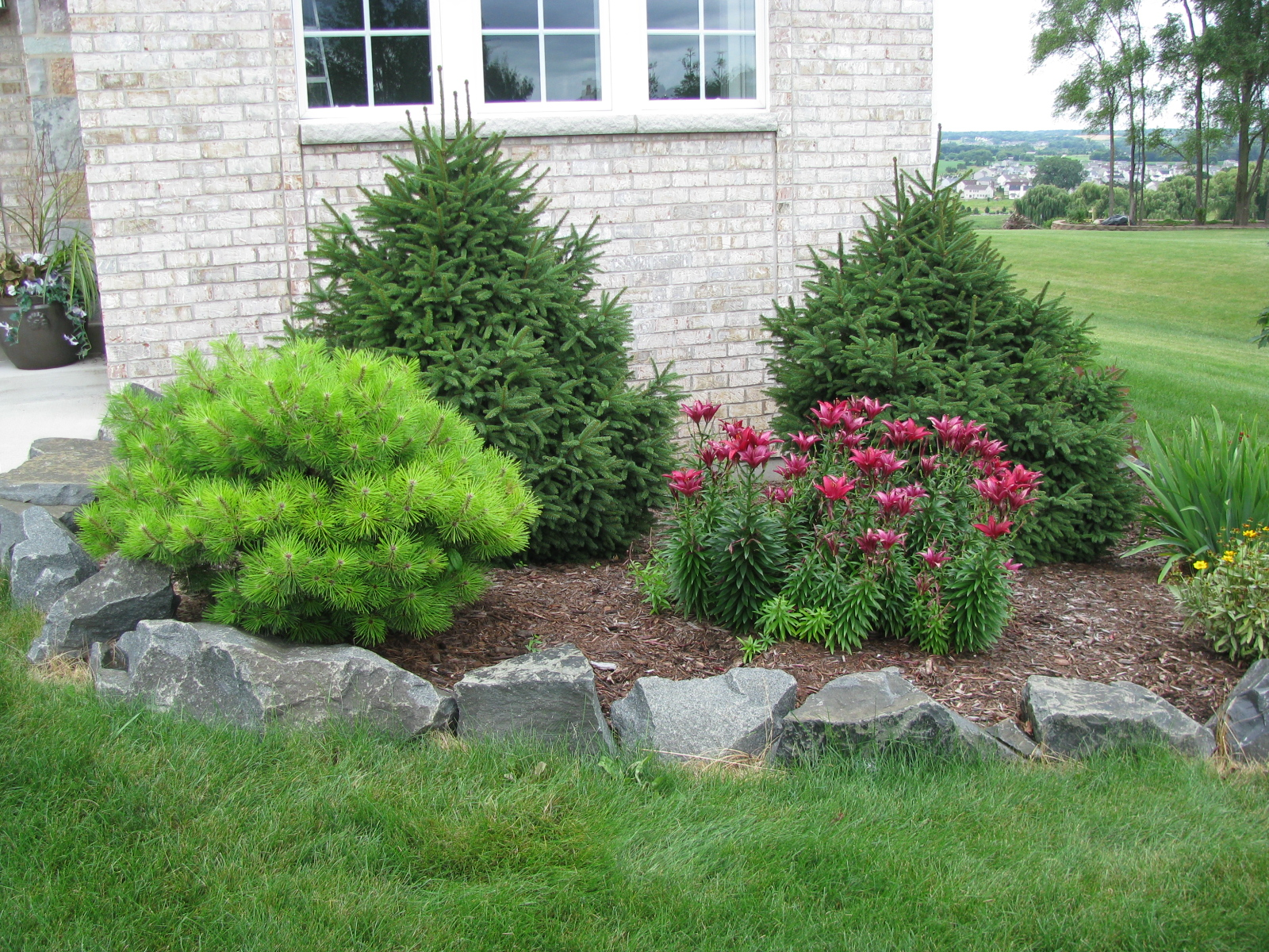 Mchenry county mulch gravel stone a yard Pictures of landscaping ideas